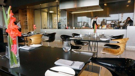 CONCEPT Restaurant mit zum Teil offener Küche - Bild von Concept 13 ...
