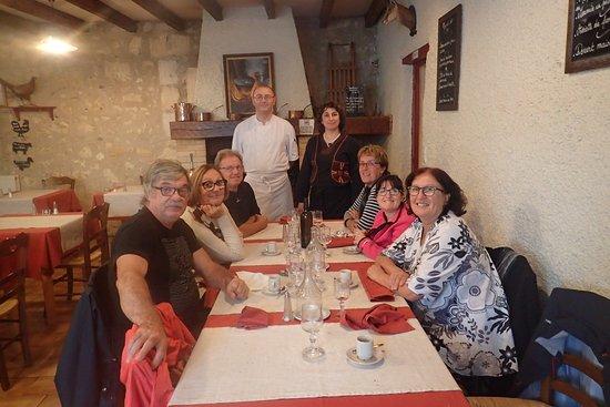 Mussidan, Frankreich: A table, 120 ans de mariage (3x40). En bout de table, le Chef cuisinier et son épouse.