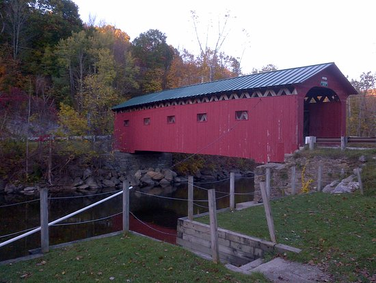 The Crafts Inn: Beautiful 1852 covered bridge off 313 West off of 7A