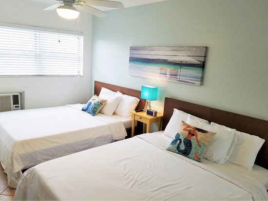 St Pete Beach Suites: Beautifully renovated room 208