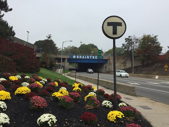 Motel 6 Boston South - Braintree: Close to public transportation and free parking.