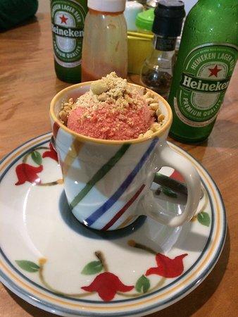 Andarai, BA: hum....peti gatô com esse sorvete de morango perfeito