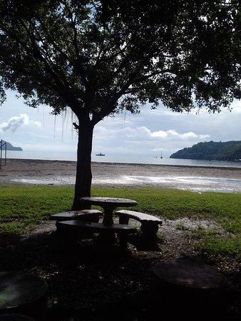 Tambor, Costa Rica: Tables facing the beach
