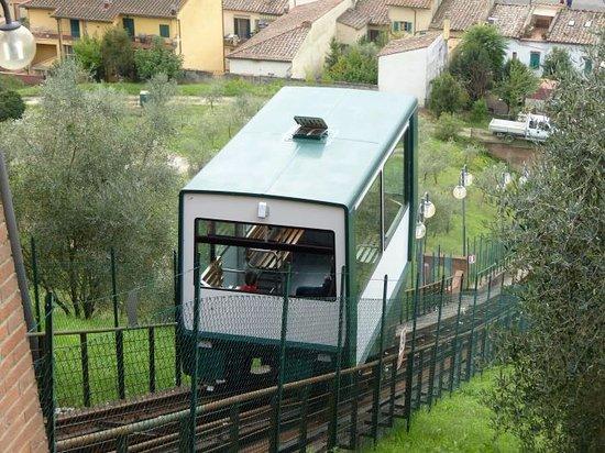 Чертальдо, Италия: Standseilbahn