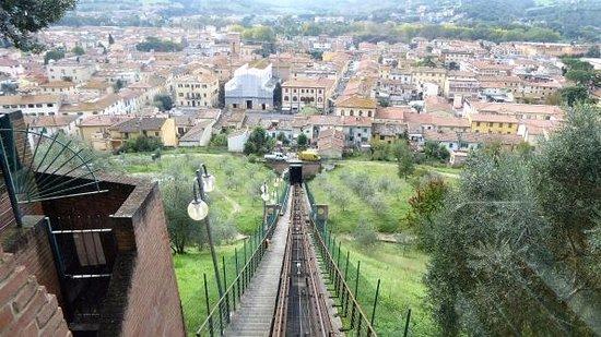 Чертальдо, Италия: Blick von Certaldo alto auf Certaldo-Neustadt