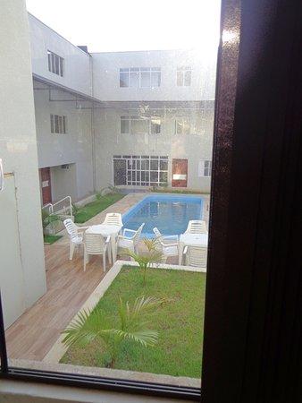 Royal Iguassu Hotel: Aptos internos e área da piscina.