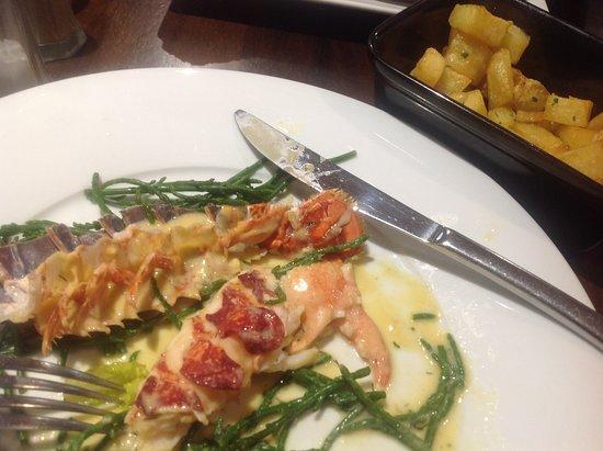 Strangford, UK : 1/2 lobster, Thermidor sauce and garlic potatoes