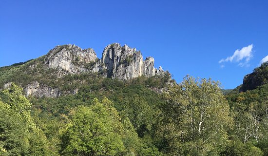 Seneca Rocks, Virginia Occidental: View from the Visitor Center