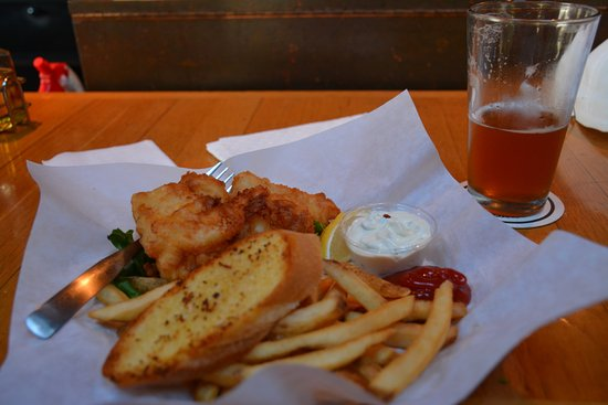Bill's Tavern & Brewhouse: Cod fish and chips- 4 pieces 14 bucks