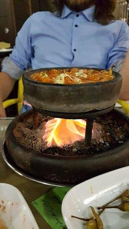 Ravza Restaurant: Chicken stew traditional turkish coal under claypots.