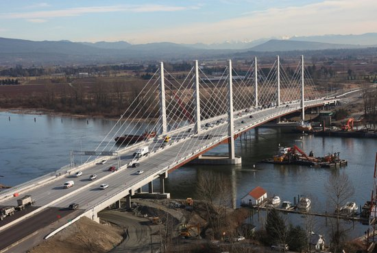 Port Coquitlam, Kanada: Pitt River Bridge from West side (POCO) facing towards east side.