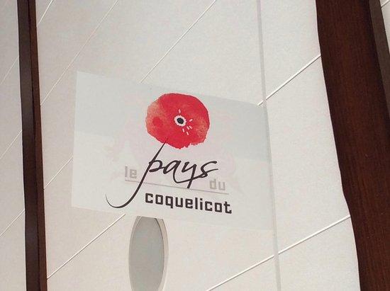 Albert, Frankrike: Foyer photo which resonates...