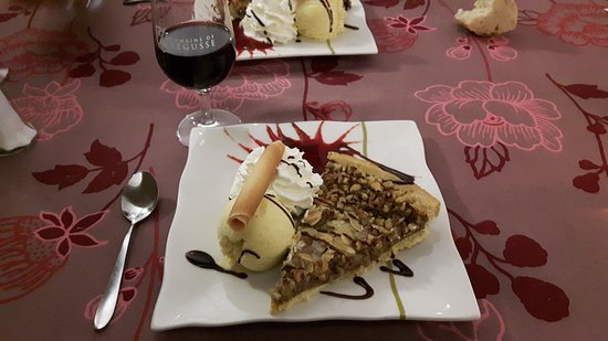 Sisteron, France: Tarte au noix excellente