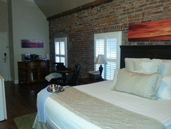 Grass Valley Courtyard Suites: Sweet room!