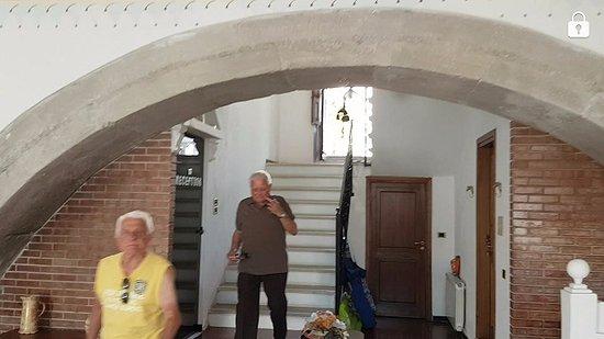 Marina di Fuscaldo, إيطاليا: l'entrata con i due fratelli di 85 anni