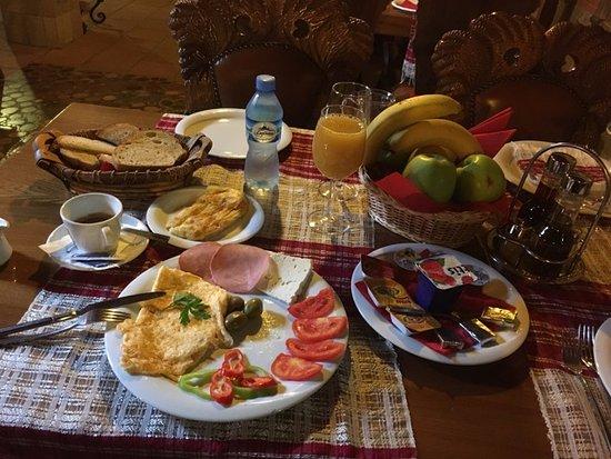 Hotel Brilant Antik: Breakfast