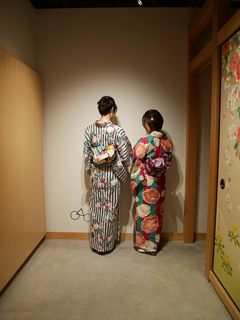 Toyooka, Japan: いろはさんの店内にて。帯の形がとってもお気に入りで、記念に残したくてパチリ。