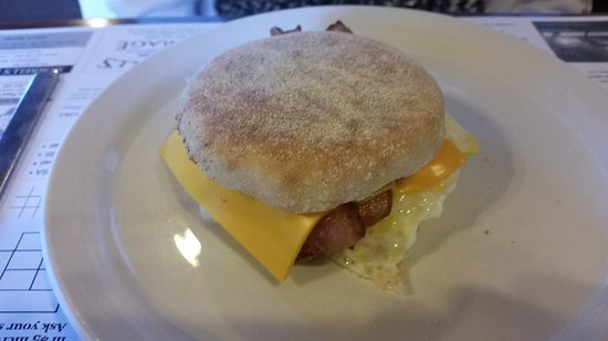 Greenville, Мэн: Breakfast sandwich, delicious.