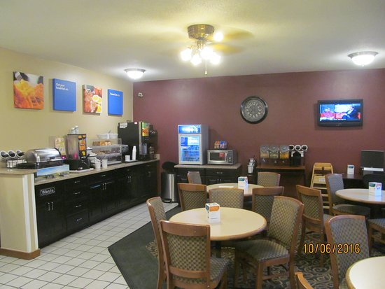 Comfort Inn Kokomo : Breakfast area.