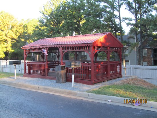 ‪إكونو لودج إن آند سويتس: Neat outdoor gazebo. The money they spent on this gazebo could have been better spent elsewhere.‬