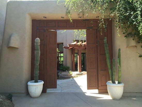 Boulders Resort & Spa, Curio Collection by Hilton: entrée du spa