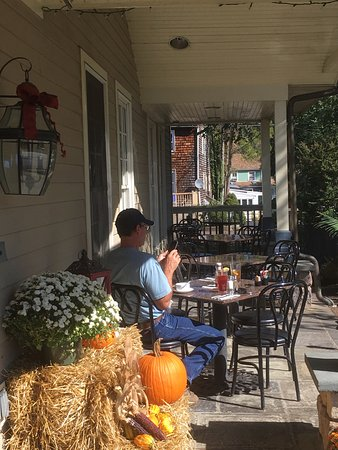 Yardley, Pensilvanya: Outside dining on an October day