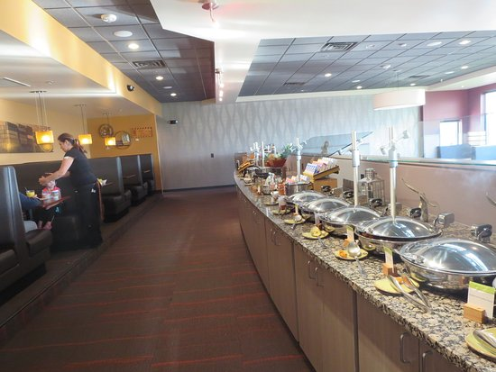 Doubletree By Hilton Hotel Port Huron Breakfast Buffet In The Freighters Restaurant
