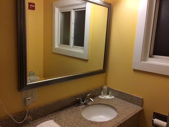 Knights Inn South Portland : Great Little Clean Hotel 1.5 miles from Airport