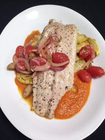 Richland, ميتشجان: River Trout with Blistered Tomato Salad and Summer Squash