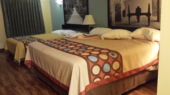 Fort Oglethorpe, GA: Spacious room. Queen and King bed