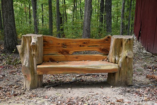 Hampshire, TN: Rustic bench near parking area