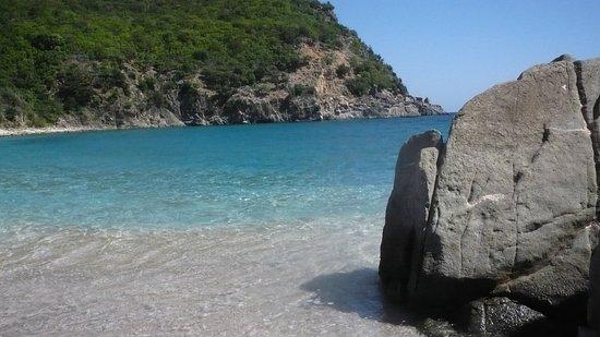 Gustavia, San Bartolomé: Indescriptible el agua, cristalina aturquesada . Impresionante !!
