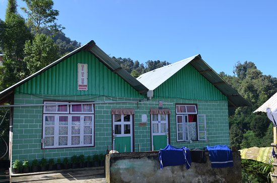 Budget hotel in top a Hillock