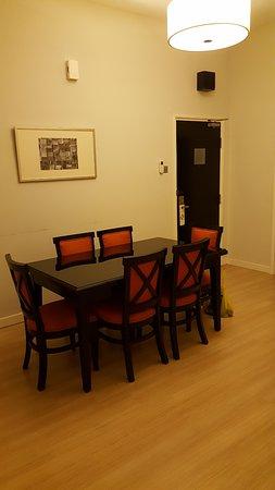 Bayan Lepas, Malezya: Got dining table but no utensils.