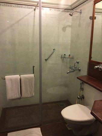 JP Cordial: Neat & Clean Bathroom
