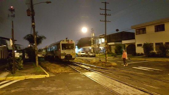 Olio : La carrilera del tren junto al restaurante