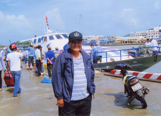 Rach Gia, Vietnam: Hành khách chờ lên tàu cao tốc Superdong đi từ bến Hà Tiên đi đảo Phú Quốc.