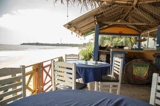 Star Fish Beach Home: Restaurant terrasse les pieds dans l'eau