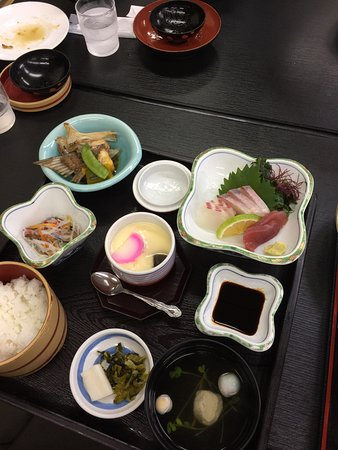 Tsukumi, ญี่ปุ่น: お昼の定食800円。女性にはちょうどいい