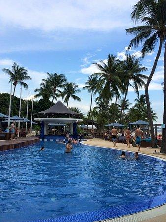 Mambo Beach Club: Poolside view