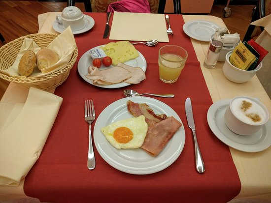 Brunelleschi Hotel: Breakfast