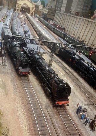 Rambouillet, Frankrig: Il y a des trains partout !!!