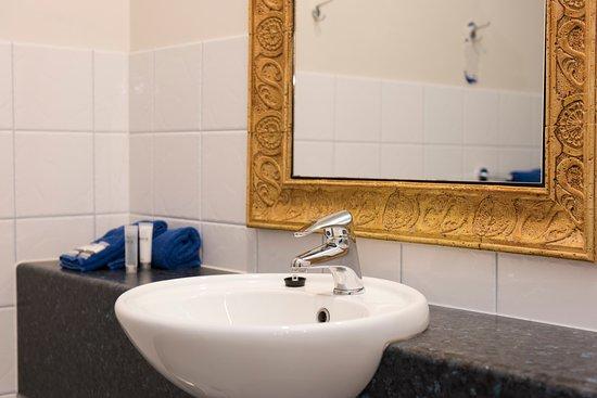 Inverloch, Avustralya: Queen Bathroom