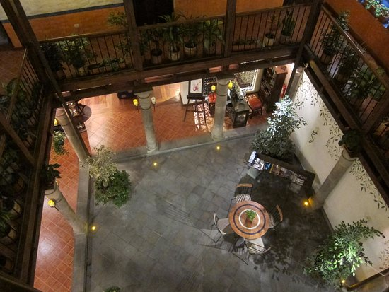 La Casona de la Ronda Heritage Boutique Hotel: view of central courtyard and lounge area from the second floor