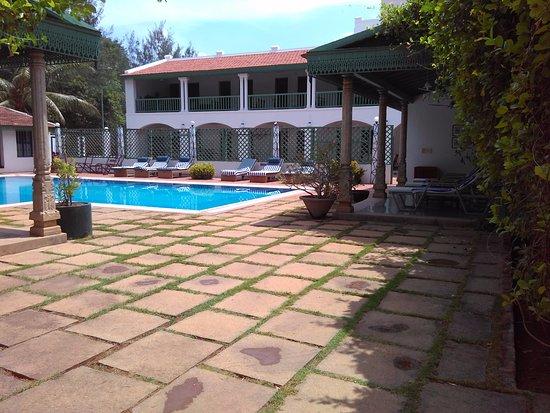 The Bangala: Rooms around the pool