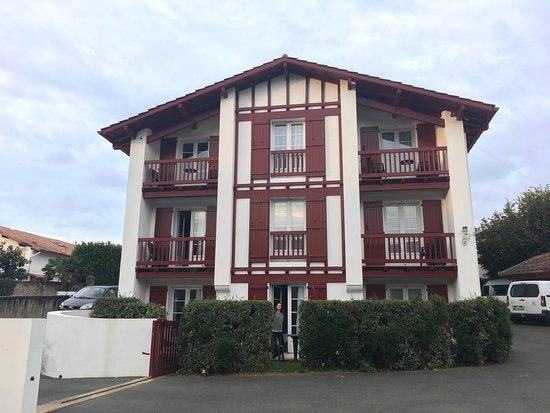 Hotel du Fronton: Un lugar perfecto para descansar, y moverte por los pueblos del interior, pero no para pasear ya