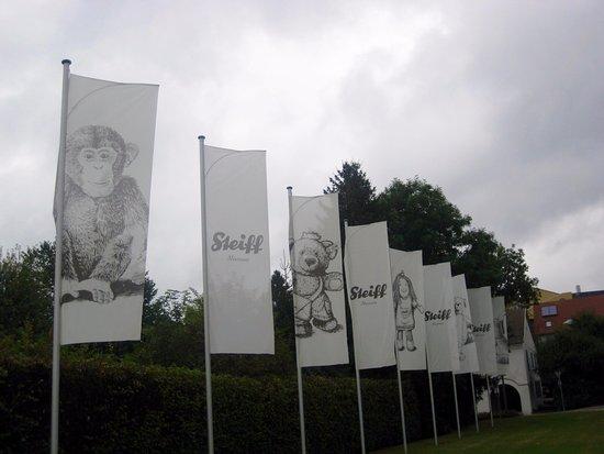 Giengen an der Brenz, Germany: Willkommen im Steiff-Museum.