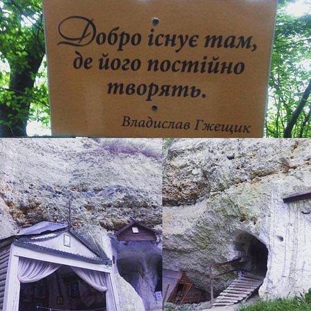 Kamianets-Podilskyi, Ucrania: Скальный монастырь