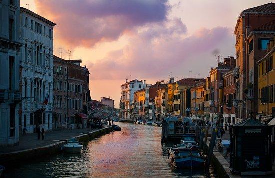 Lido di Venezia, Italia: Golden hours near Ponte dei Tre Archi