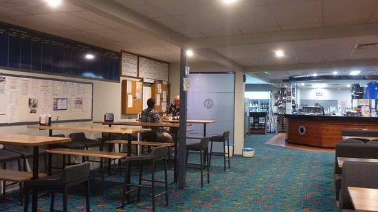 Gerroa, Australia: Area of the seating near the food order counter